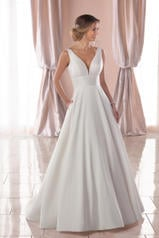 6758 White Gown/Porcelain Tulle Plunge front