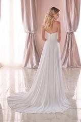 6786 Ivory Gown/Ivory Tulle Plunge back