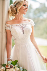6862 Ivory Lace And French Tulle With Porcelain Tulle L detail