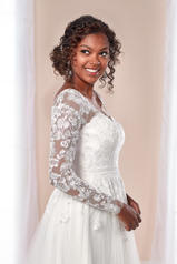7026 Ivory Lace and Tulle over Ivory Matte?Side Lustre  detail