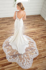 D2679 Ivory Gown/Ivory Tulle Illusion back