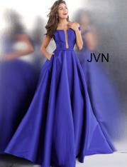 JVN62743 Royal front