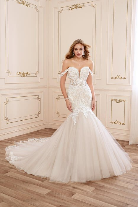 London-Sophia Tolli
